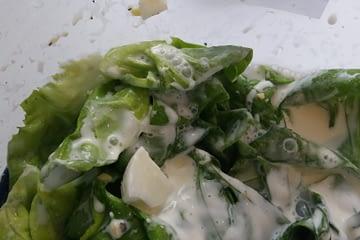 Sałata zielona ze śmietaną