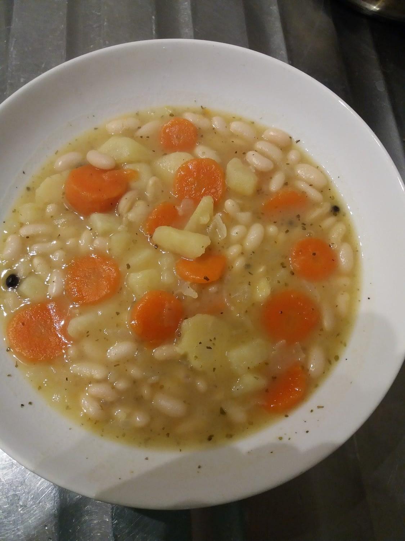 zupa fasolowa z ziemniakami